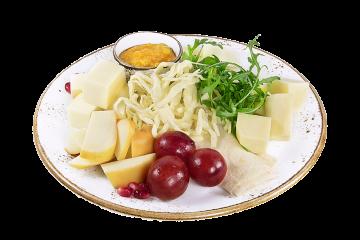 Ассорти сыров с конфитюром