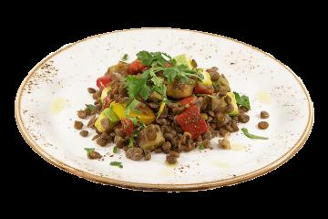 Чечевица с печеными овощами
