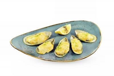 Мидии в остром соусе с сыром пармезан