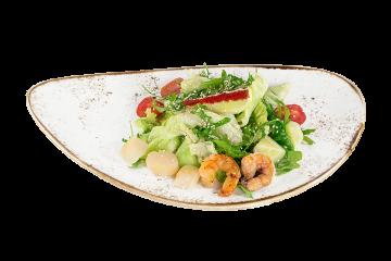 Салат с креветками и гребешком