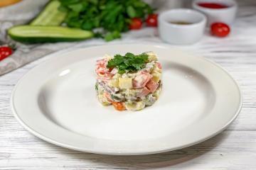 Салат с отварной телятиной