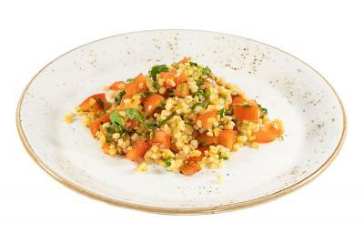 Салат табуле с томатами и мятой