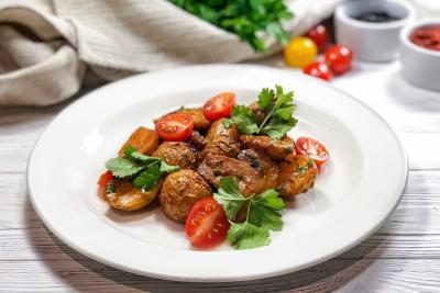 Жаркое из молодого картофеля со свининой и шампиньонами